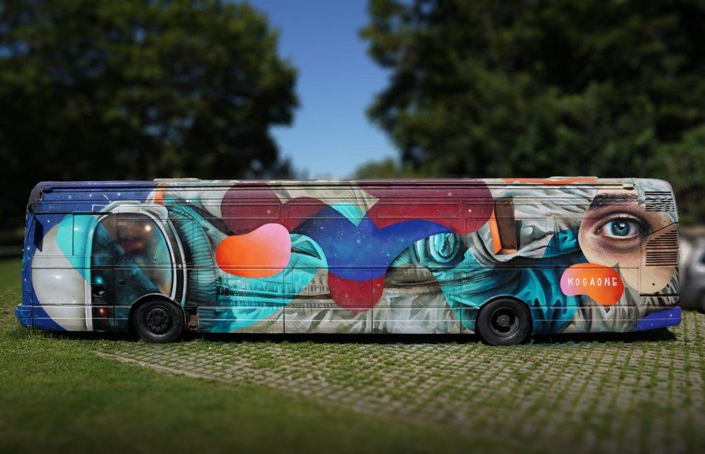 spray sur bus – Constellations de Metz
